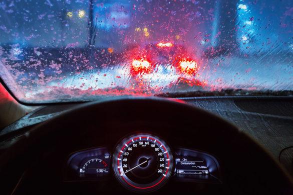 Yağmurlu Havada Araba Sürmek