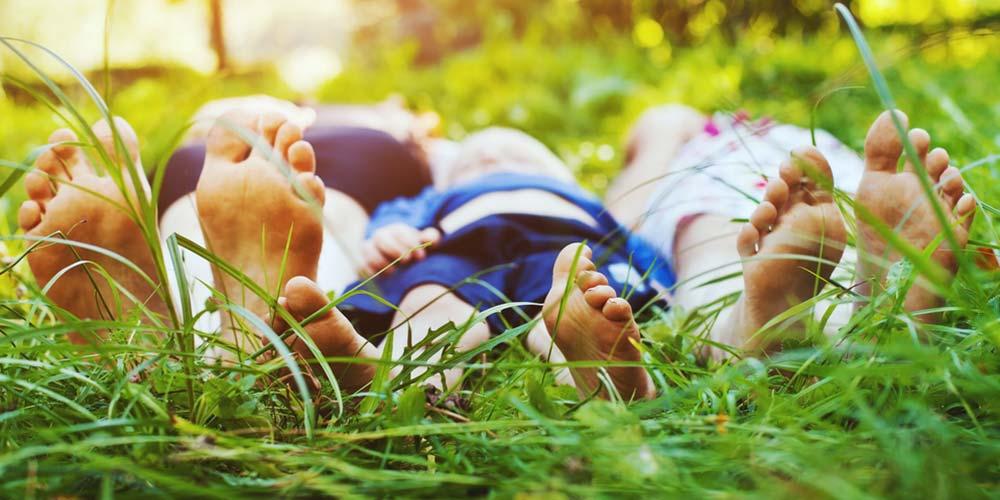 Çimenlere yatmak