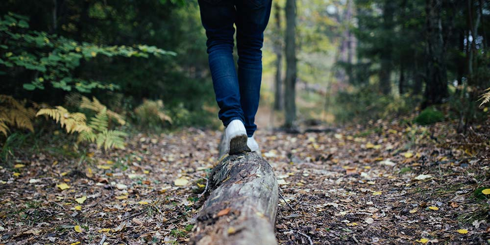 Doğada yürüyüş yapmak