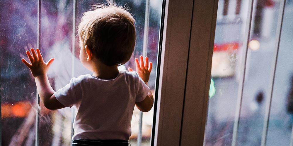 Pencere ve dolağ kilitleri ile tehlikeyi önleyin
