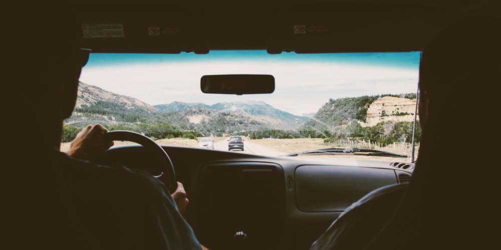 Yolda araba kullanmak